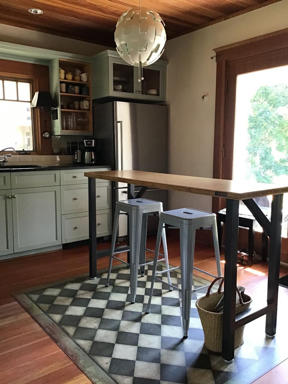 Pura Vida customer use of checkmate vinyl floor cloth