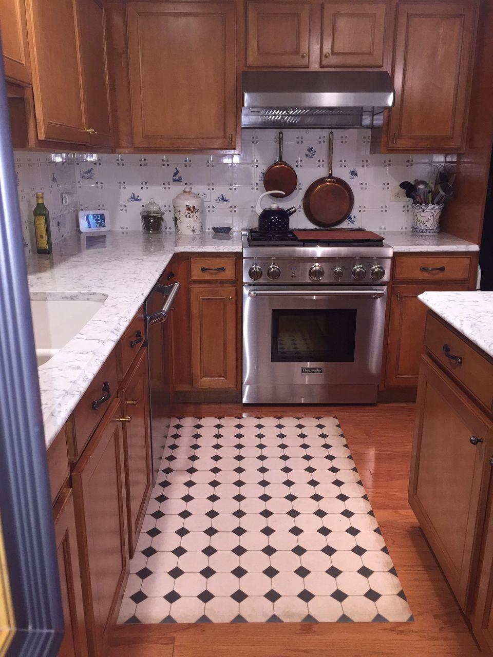 Pura Vida customer use of Adams vinyl floor cloth