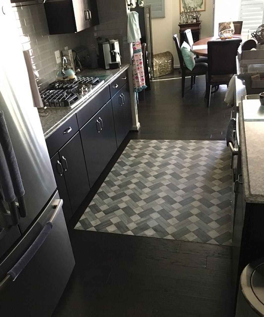 Pura Vida customer use of Ashbee vinyl floor cloth