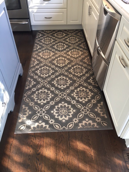 Pura Vida customer use of Dixon vinyl floor cloth