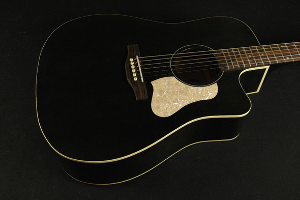 Art & Lutherie Americana Faded Black Cutaway QIT (584)