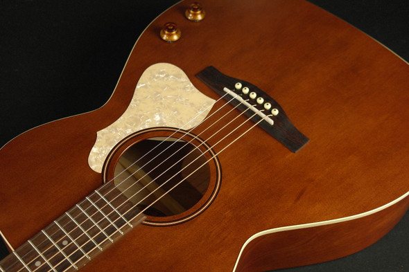 Art & Lutherie 047710 Legacy Q-Discrete Concert Hall 6 String RH Acoustic/Electric Guitar – Havana Brown (023)
