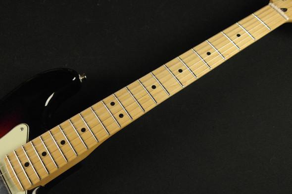 Fender Sixty-Six  - Maple Fingerboard - 3-Color Sunburst (034)