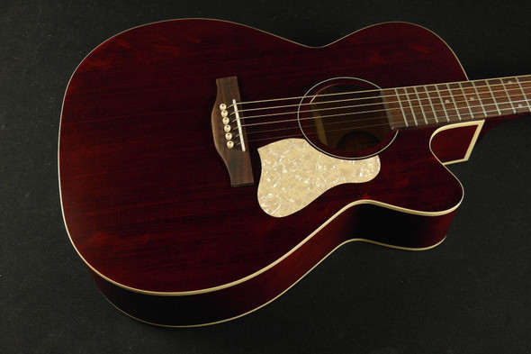 Art & Lutherie Legacy Concert Hall Cutaway - Tennessee Red QIT 831