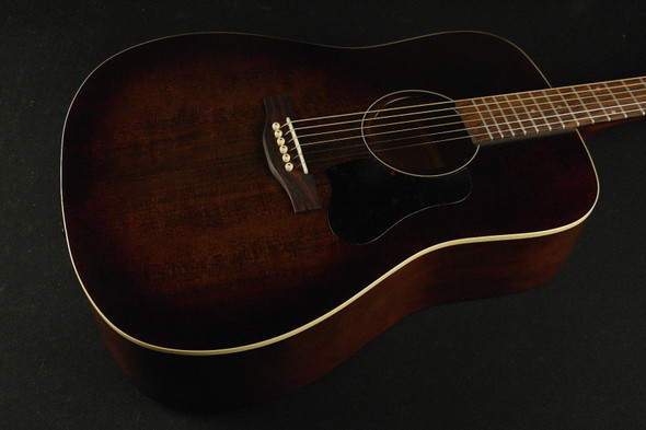 Art & Lutherie Americana Dreadnought - Bourbon Burst - 736