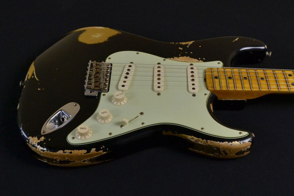 Fender Custom Shop 1966 Stratocaster Heavy Relic – Black over Aztec Gold