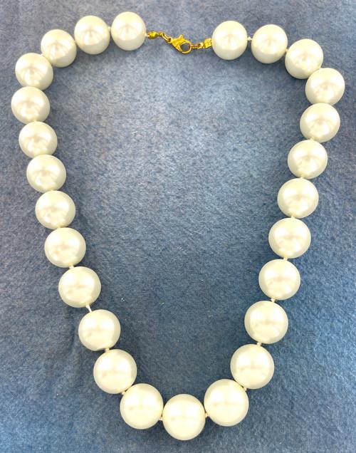 Wholesale 16 CM Glass Pearl Necklaces by the Dozen