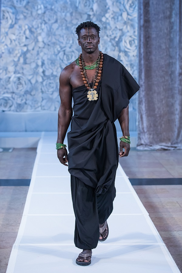 zuri-perle-at-kansas-city-fashion-week-model-11-wearing-handcrafted-african-inspired-accessories-made-in-dallas-texas.jpg