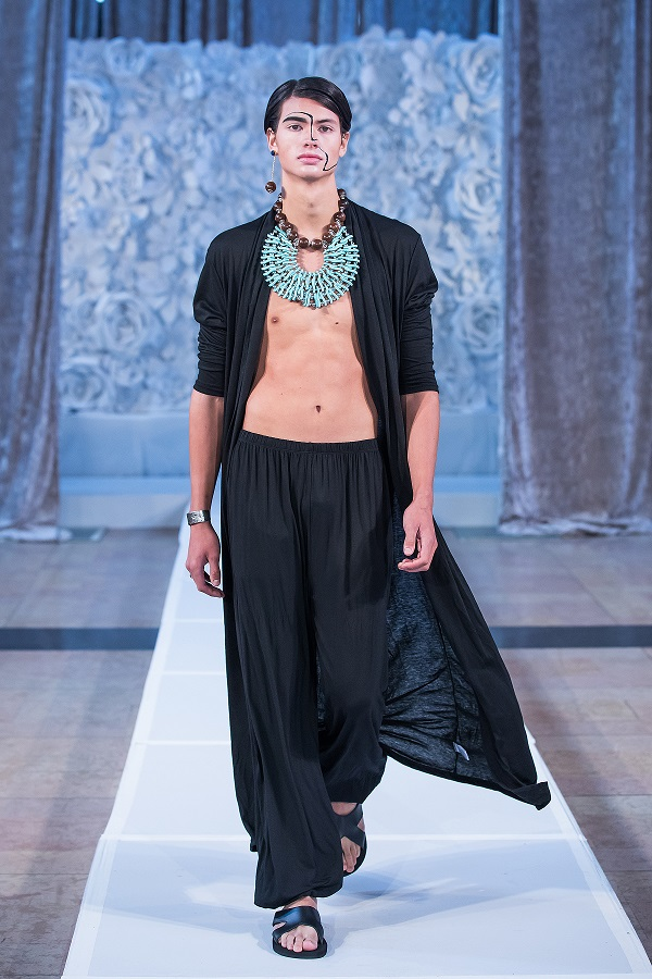 zuri-perle-at-kansas-city-fashion-week-model-7-wearing-handcrafted-african-inspired-accessories-made-in-dallas-texas.jpg
