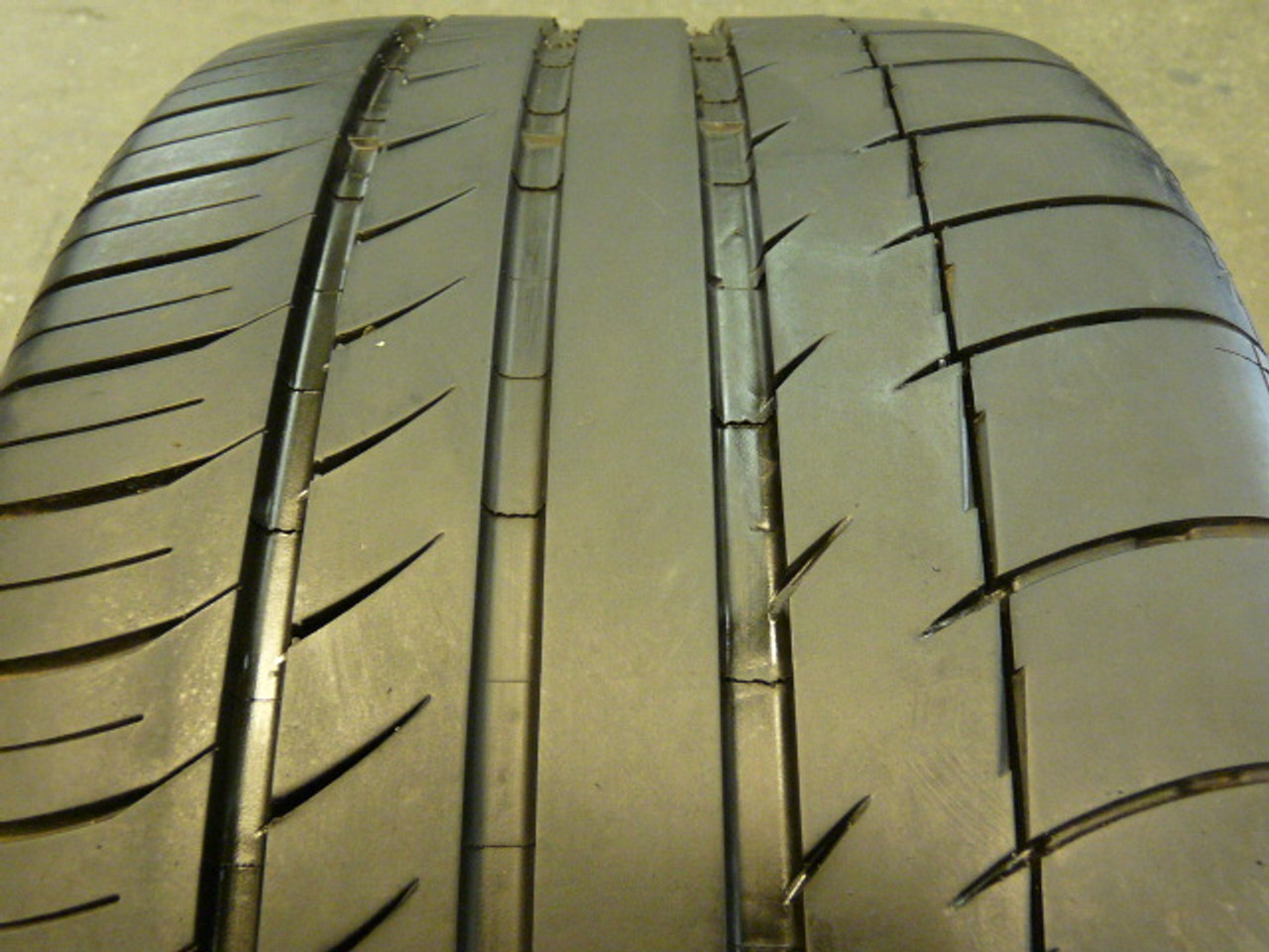 Used Take Off 235 45 17 Michelin Tire P235/45R17