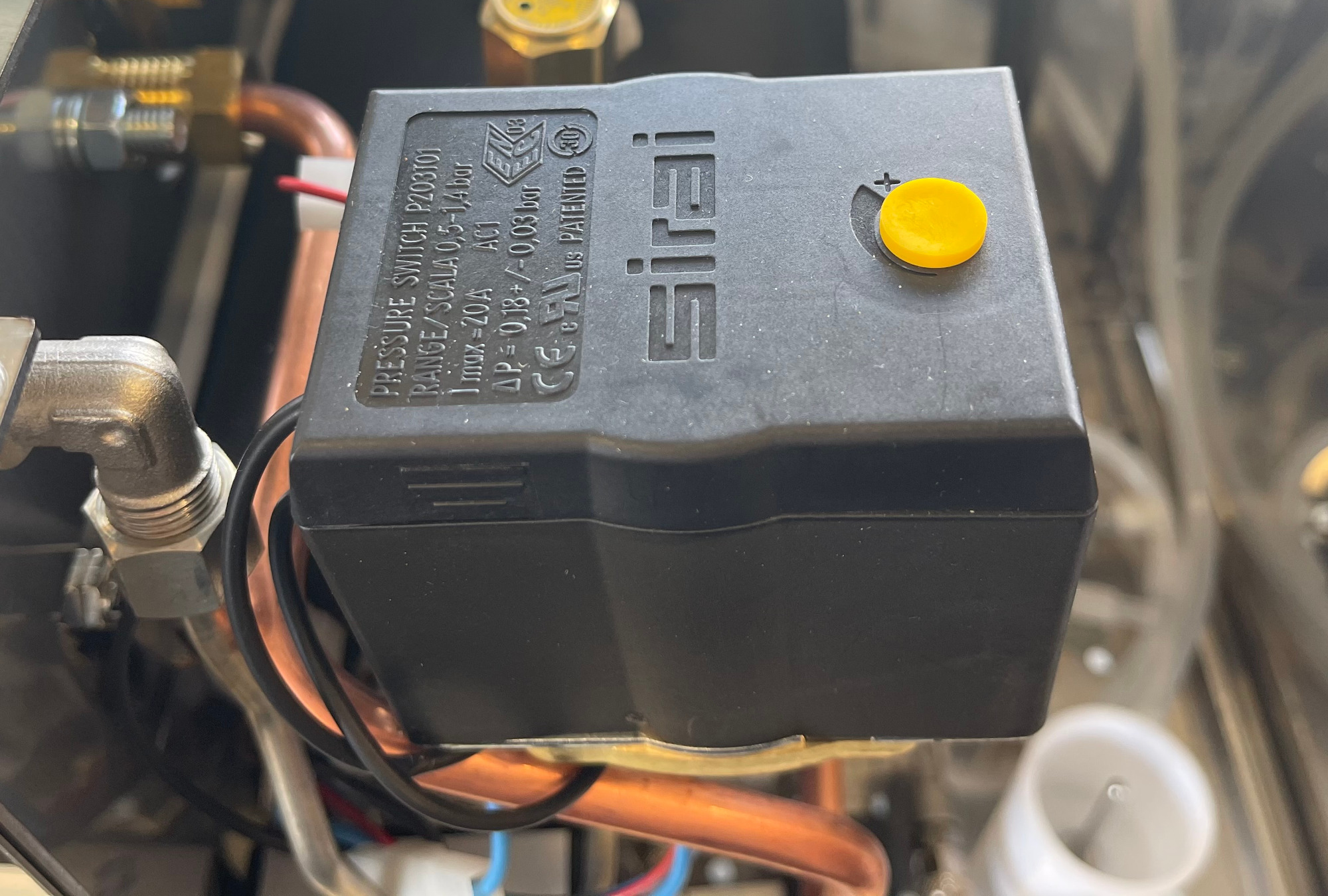 giotto-commercial-pressure-switch.jpg