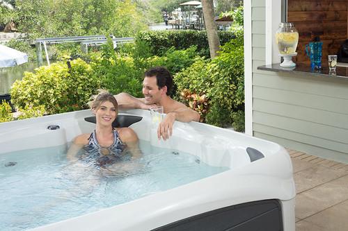 Crossover 740S – 2 Pump 6-7 Person Hot Tub