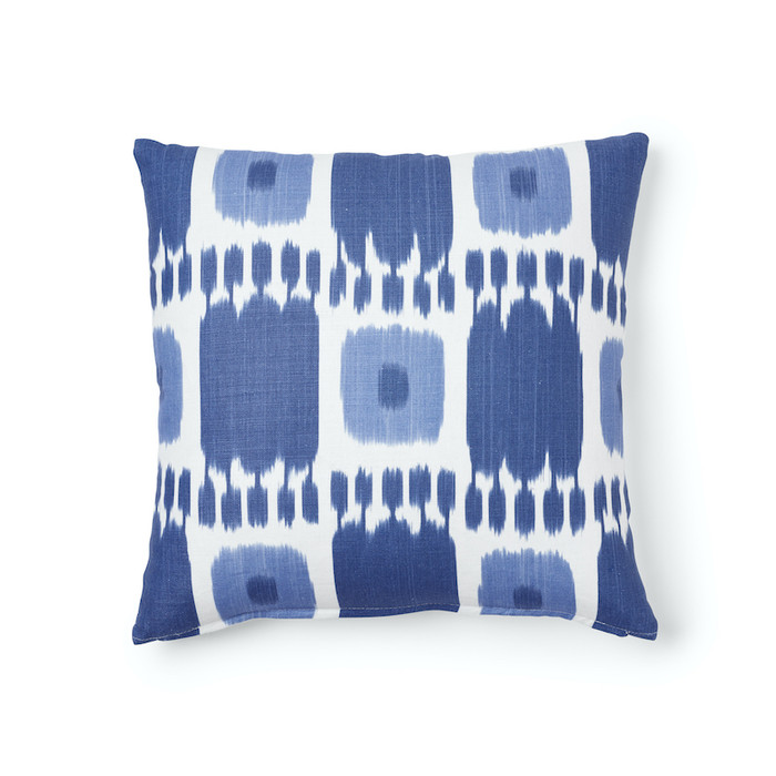Pillow in Schumacher Kandira 18 X 18