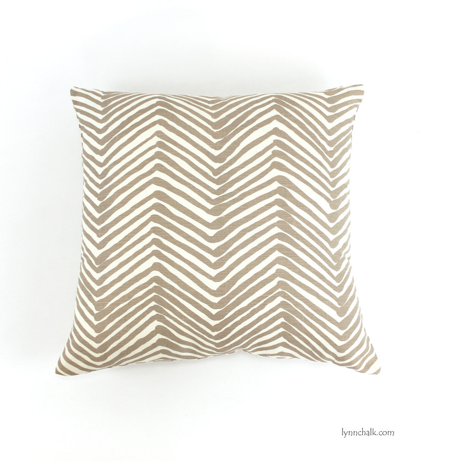 Pillow in Zig Zag in Taupe (22 X 22)