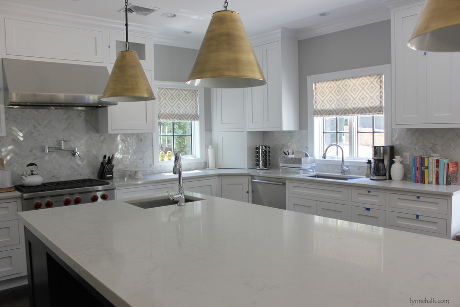 Kitchen Roman Shades in La Fiorentina in Light Grey on Off White Background