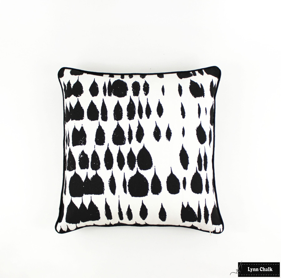 Pillow in Queen of Spain 20 X 20 with Black Welting