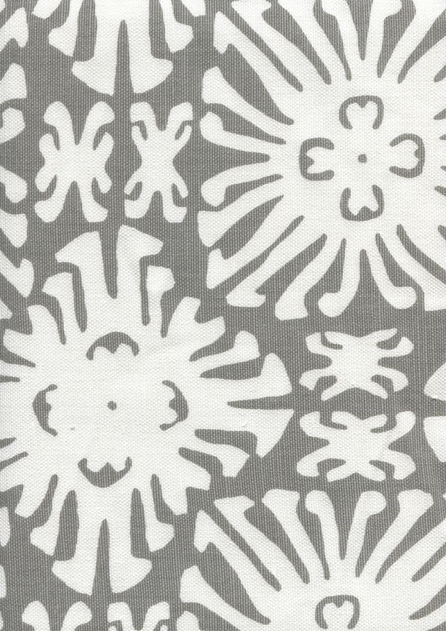 Sigourney Reverse Small Scale Grey on white 2485 06
