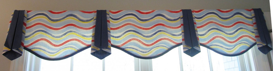 Valance with Serpentine Bottom for a Kids Room