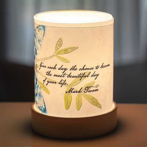 GIVE EACH DAY LIGHTED SCENT WARMER