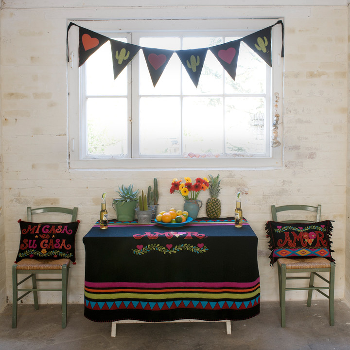 Jan Constantine Fiesta Amor Throw (Black)