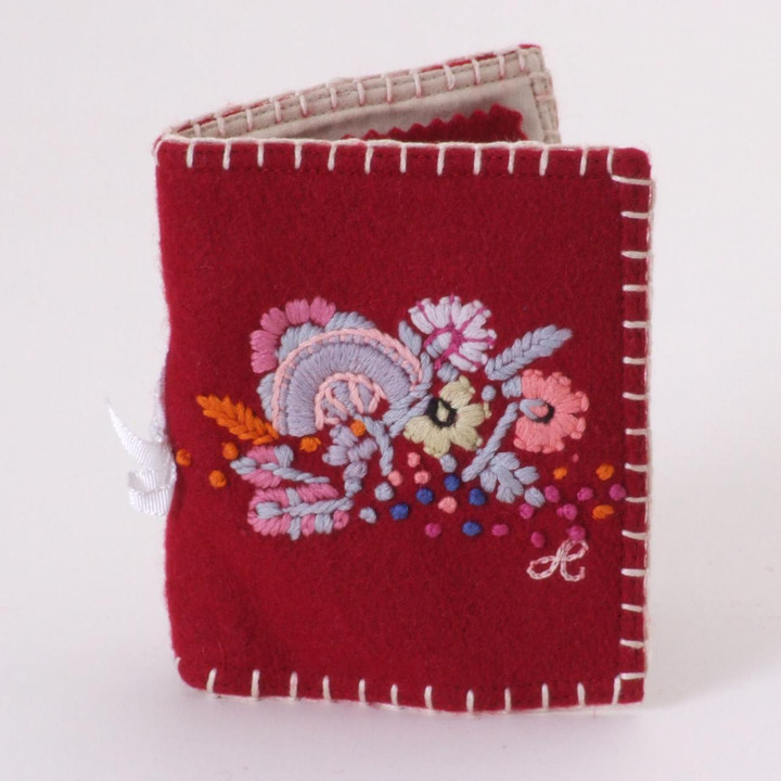 Red needle case in wool with flowers
