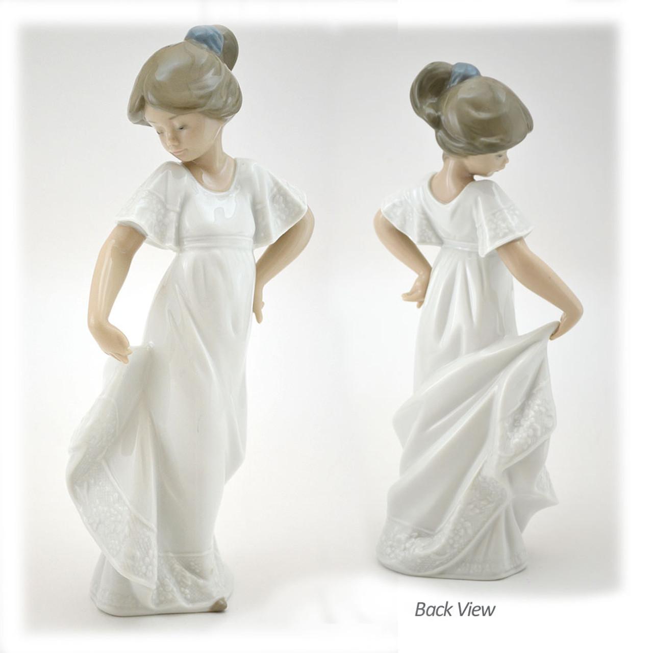 Lladro Figurine How Pretty 8-3/4IN Porcelain