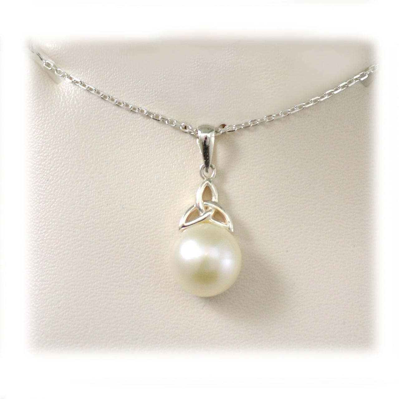 Failte Pearl & Trinity Knot Pendant