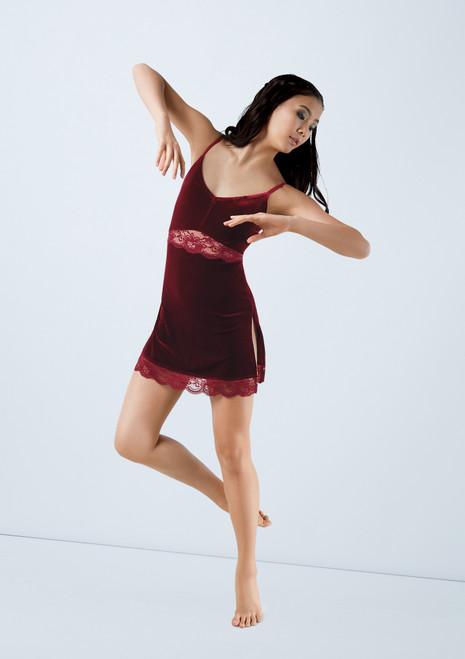 Weissman Velvet Slip Dress With Lace Rojo frontal. [Rojo]