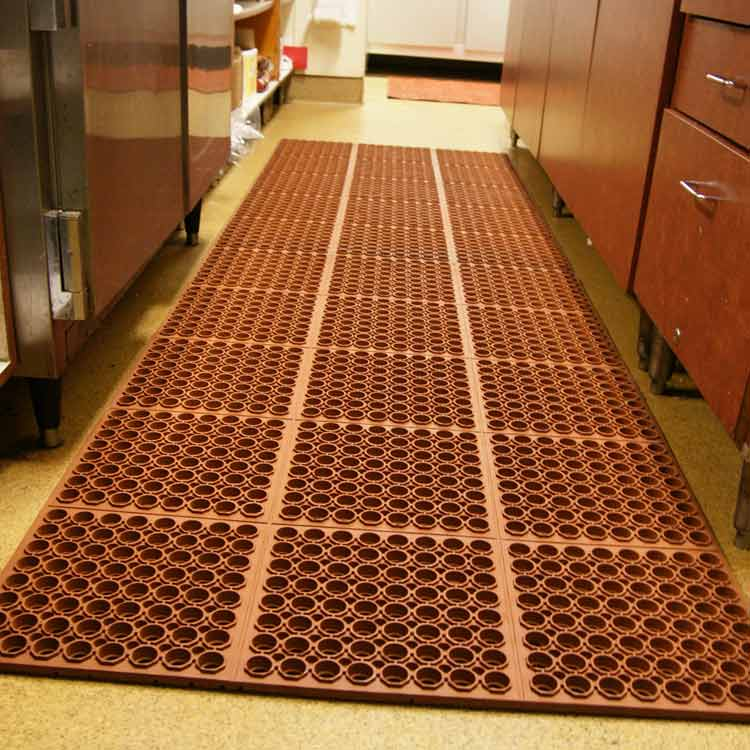 red dura chef anti fatigue mat in commercial kitchen