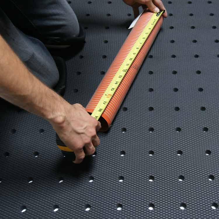 person measuring on black soft cloud drainage antislip mat