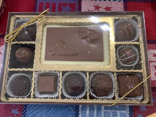 Box of Chocolates with Chocolate 'Mother' Plaque - Small (9 Pieces)