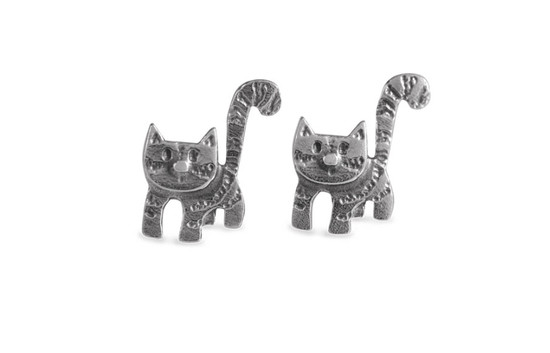 Curious-cat-silver-stud-earrings
