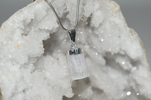 Sm Selenite Crystal Pendant with Necklace SP