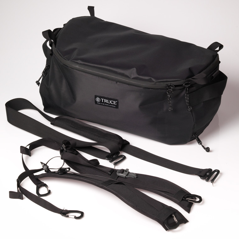 duffle bag will all accompanying straps