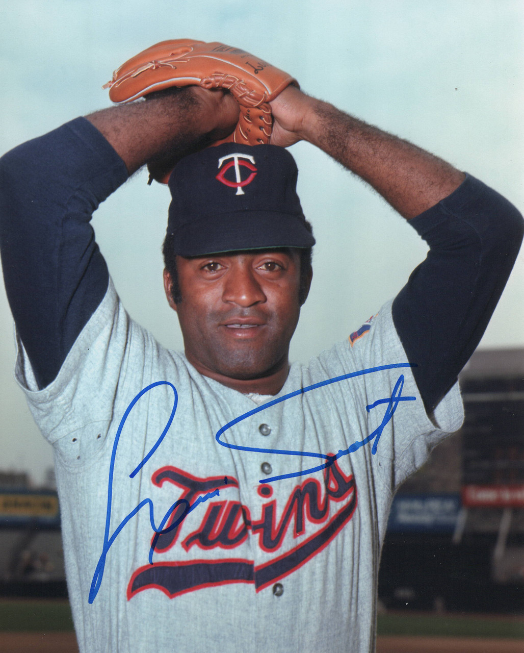 Louis Tiant Minnesota Twins 8x10 Autographed Photo - Certified Authentic