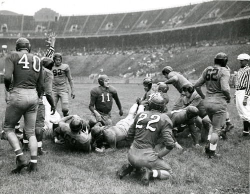 Les Horvath vs Fort Knox 1942 Ohio State Buckeyes Licensed Unsigned Photo