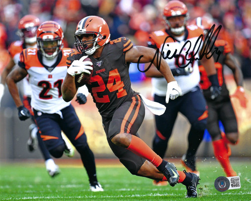 Nick Chubb Cleveland Browns 8-5 8x10 Autographed Photo - Beckett Authentic