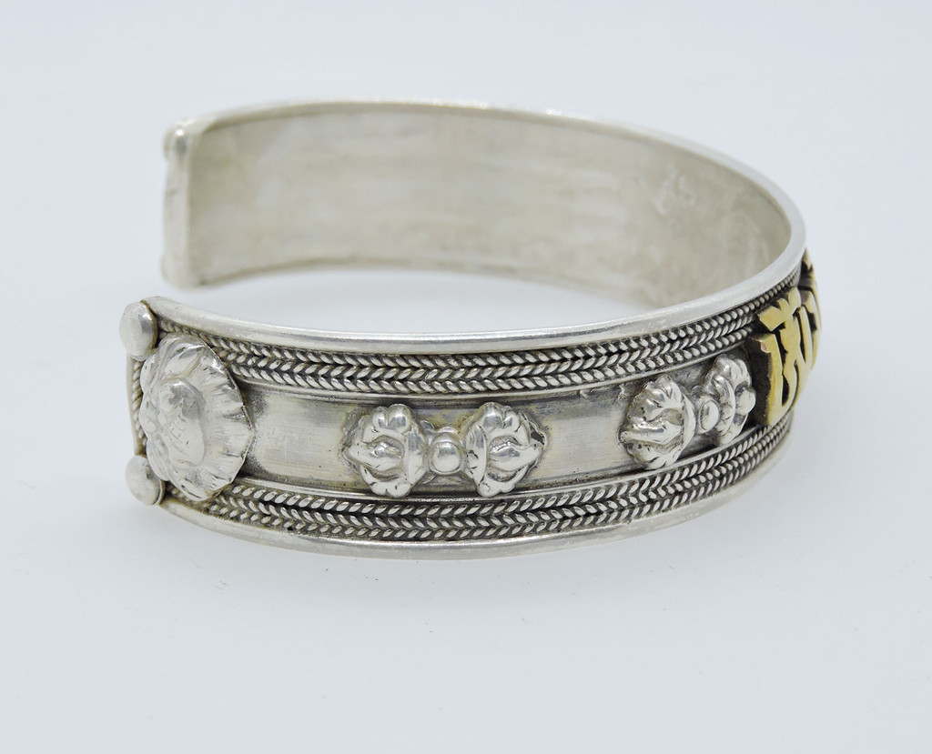 Handmade Buddha of Compassion sterling Silver Bracelet (Medium)