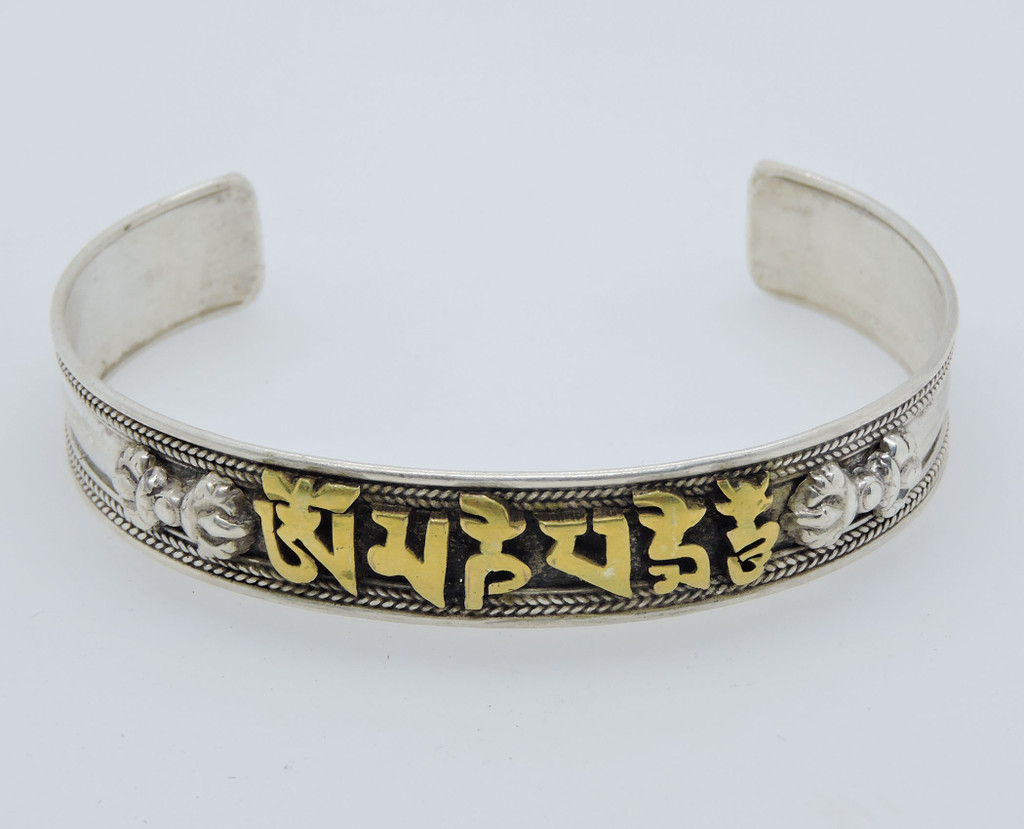 Handmade Buddha of Compassion sterling Silver Bracelet (Small)