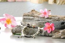 Tibetan Embedded Yak Bone Medicine Healing Wrist Mala for Meditation - White/Black/Multi-Bead