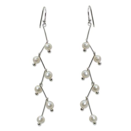 Pearl dangle earrings 'White Lightning'