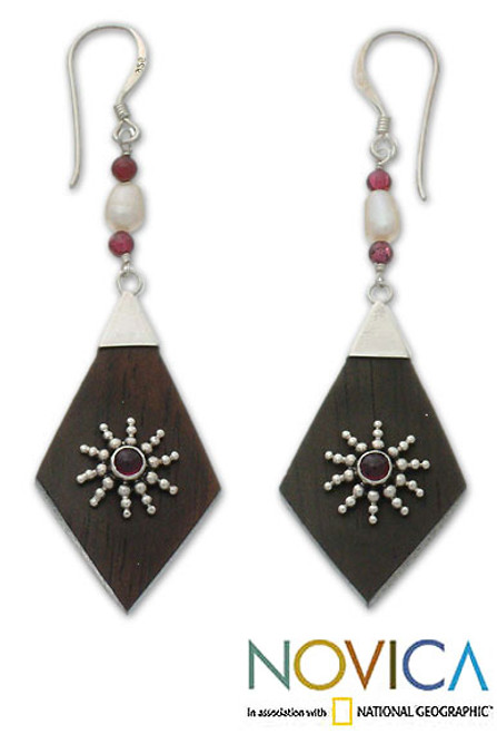 Garnet and pearl dangle earrings 'Ray of Light'