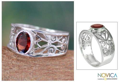 Garnet solitaire ring 'Lace Tiara'