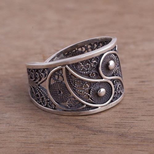Artisan Crafted Fine Silver Filigree Ring 'Dark Paisley'