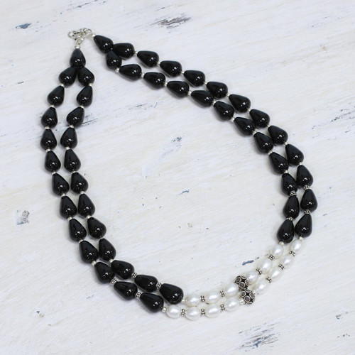 Pearl and onyx strand necklace 'Majestic Union'
