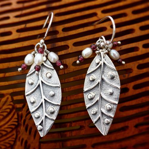 Pearl and garnet dangle earrings 'Leaves in Dew'
