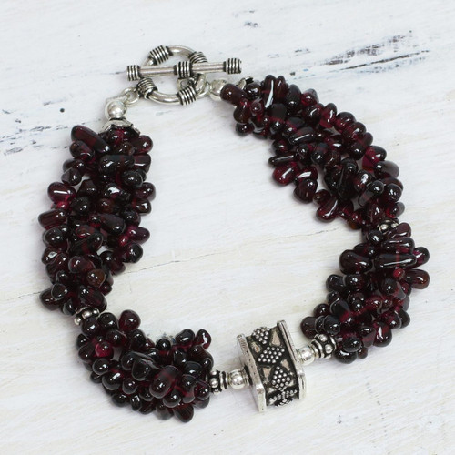 Garnet beaded bracelet 'Regal Red'