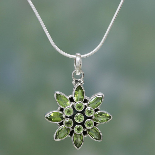 Hand Crafted Women's Sterling Silver Peridot Jewelry 'Sunflower Green'