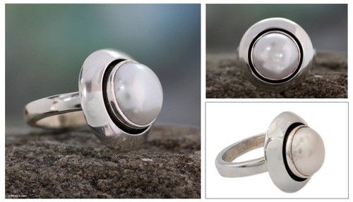 India Women's Sterling Silver Single Stone Pearl Ring 'Jaipur Magic Moon'