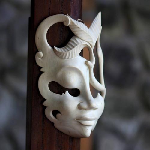 Wood mask 'Javanese Girl'
